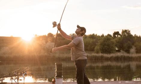 How to Spod - Man Casting Fishing rod