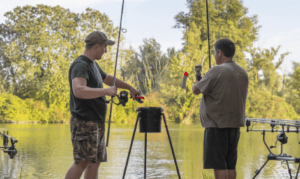 How to spod - two men holding spod rods