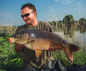 How to Hold Carp? – Beginners Handling Guide
