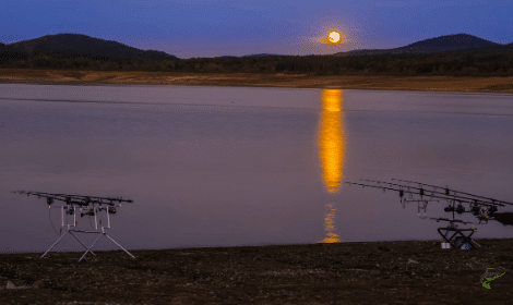 How does the weather affect carp fishing - moon over carp fishing lake