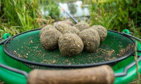 carp-fishing-with-groundbait-balls-of-groundbait-over-bucket-with-riddle