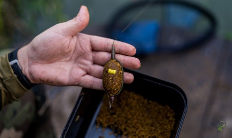 method-feeder-or-pva-bags-man-holding-method-feeder-with-mix-underneath